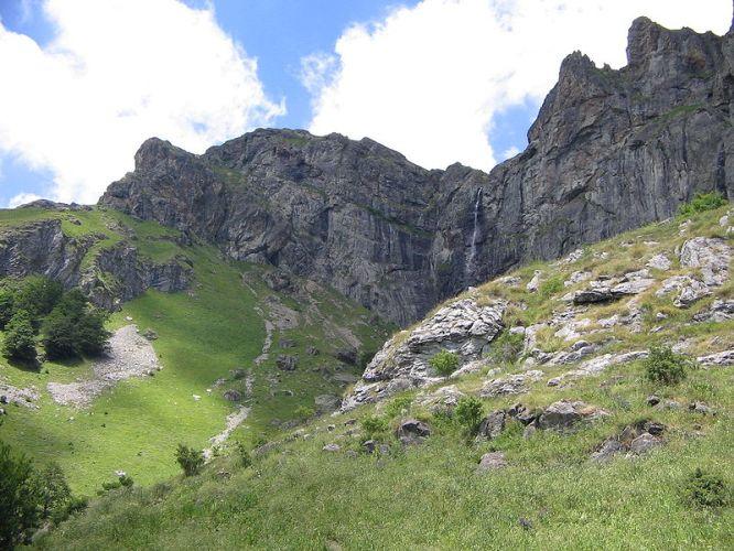 Rayskoto-pruskalo-waterfall-2
