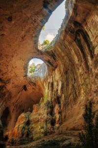 Prohodna Cave near village of Karlukovo